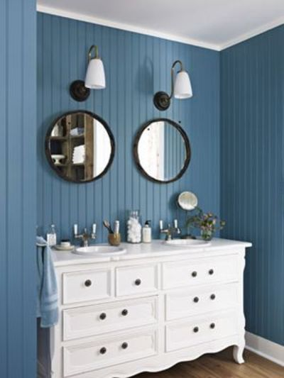 Blue bead board bathroom blue and white rooms country for Country living bathroom designs