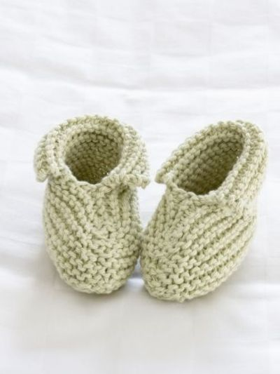 Free Knit Baby Bootie Pattern Easy : Precious Booties - Free Knitting Pattern Yarnspirations / crochet ideas and t...