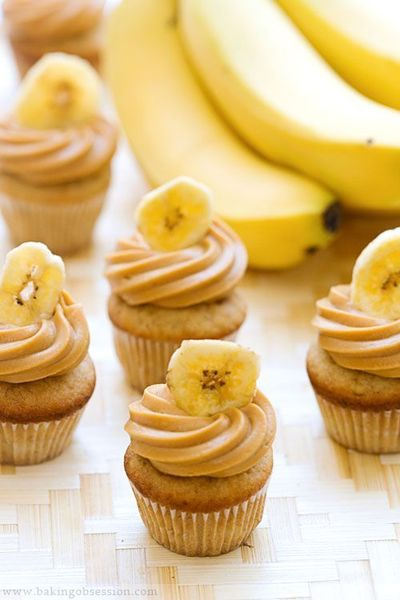 Any dessert with the word triple in it is usually a yes for me. A dessert titled Triple Banana Double Caramel Mini Cupcakes is a definite yes for me. Vera over