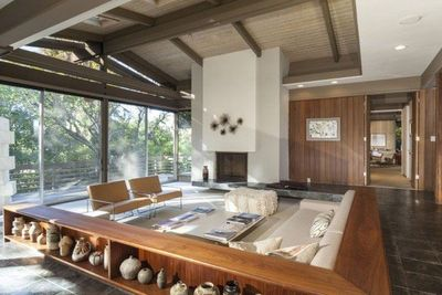 Meticulously restored mid century modern? I would say so. Ray Kappe, FAIA, founder of SCI-Arc is the mid behind this stunner of a house.
