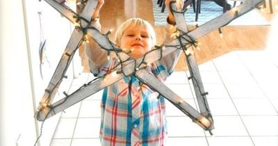 5 yardsticks string lights = bright holiday star.- might have to do this :)