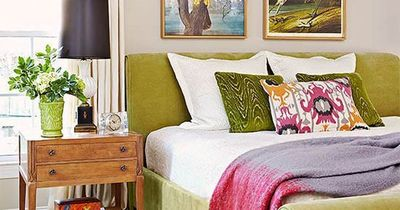 An apple green velvet bed hits this room with a punch of for Apple green bedroom ideas