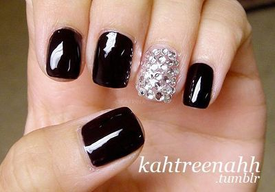 Very cool nails for the holidays!! http://www.eyeslipsface.com/elf/nails/elf nail polish