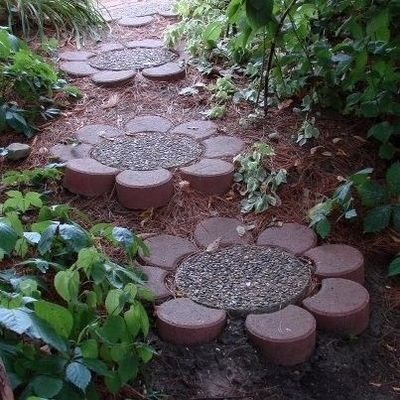 DIY flower stones for garden path (these are easy to put together using standard path stones)