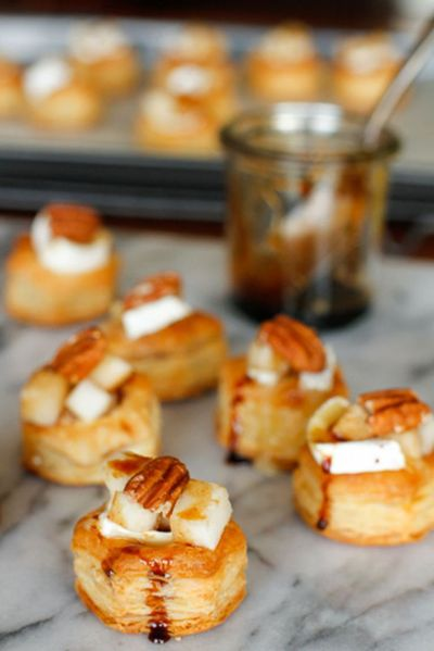 Baked Brie Bites -- these delicious baked brie bites are topped with diced pears, toasted walnuts and a drizzle of balsamic reduction for a fabulous holiday appetizer!
