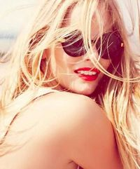 red lips, beach waves and beach hair.
