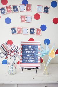 4th of July Photo Booth Props {Free Printable} are so perfect for your july 4th patriotic holiday party! Just print, cut, and snap some fun pictures!