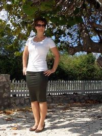 30 minute REALLY easy skirt pattern and tutorial. How to make a quick easy skirt in knit fabric. Easy to fit, easy to sew, flattering pencil skirt.