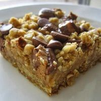 Peanut Butter Oatmeal Dream Bars - These bars are just wonderful! The filling has a nice light peanut butter flavor without being too overpowering or sweet, almost like creamy peanut butter fudge..
