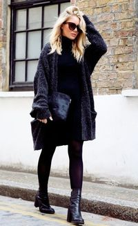 Gone are the days when women dressed up in fitted clothes and body-hugging pieces. Today, especially this fall, wearing oversized clothing is the trend and, to