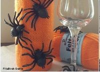 Creepy Crawly Wine Cozy - Spook your Halloween hostess with this Creepy Crawly Wine Cozy. Easily one of the simplest free knitting patterns you will find, this cozy makes for a great DIY gift for the hosts of your favorite costume party. All you have to d...