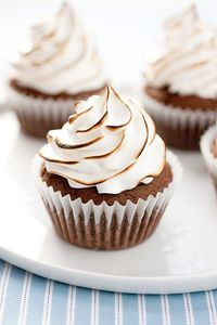 Brownie Cupcakes with Marshmallow Frosting - Cupcake Daily Blog - Best Cupcake Recipes .. one happy bite at a time! Chocolate cupcake recipes, cupcakes