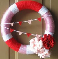Love this wreath..Looks slightly like a floatation device though. Fav part is the flags in the middle!