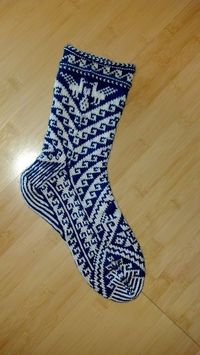 Ravelry: Project Gallery for Pisqu pattern by Leslie Comstock-free pattern