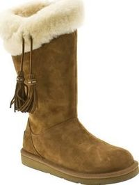 UGG australia Tan Plumdale Womens Boots Premium style with an feminine twist arrives fresh from UGG, in the form of their Plumdale boot. Crafted in tan suede, plush shearling lining keeps tootsies snug whilst adding interest at the cuff. Ta http://www.com...