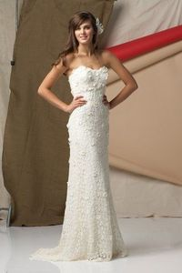 so pretty. all i want is a mermaid dress with sweatheart cut and a plunging back :)