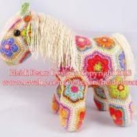 Oh my! This is so stinking cute. Fatty Lumpkin the African Flower Pony - via