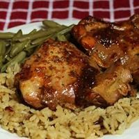 """Honey-Garlic Slow Cooker Chicken Thighs 