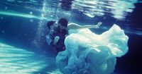 This is AWESOME!! Wedding Kiss UnderWater!!