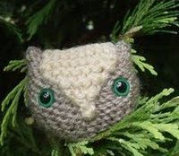 Free knitting pattern for an adorable owl toy. This little owl is great for leftover yarn scraps.
