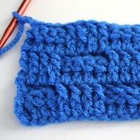 The basket weave crochet stitch is gorgeous and easy with this tutorial!