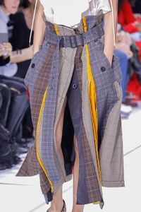 The complete Sacai Spring 2018 Ready-to-Wear fashion show now on Vogue Runway.