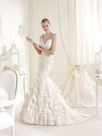 Romantic mermaid scoop the shoulder lace court train wedding dresses
