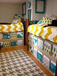 Easy and inexpensive decorating dorm room ideas. Create the cutest dorm on the hall with these easy decor ideas! Dorm furniture hacks, wall art ideas, & storage