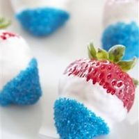 4th of July Chocolate covered strawberries - click for recipe!