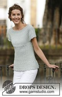 """Crocheted """"Lady Ascot"""" top with fan pattern and round yoke, worked top down - a free pattern from DROPS Design"""