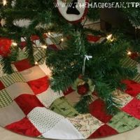 Patchwork Christmas Tree Skirt Tutorial [Christmas Sewing Craft}Use up your stash of holiday patterned fabric while creating a beautiful Christmas keepsake for