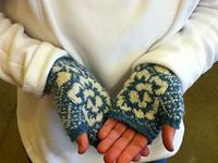 Ravelry: Pressed Flower Mitts pattern by Ricefield Collective