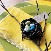 Create crafty, delicious (and fun!) Easter decorations, from candy napkin rings to cake-pan centerpieces.