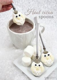 Stir these adorable owl marshmallow-decorated spoons into your hot chocolate for a fun wintertime treat.