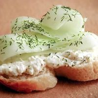 Creamy Dill Cucumber Toasties | This simple but tasty appetizer takes its cue from English tea sandwiches -this time, atop crusty baguette slices with a creamy spread.