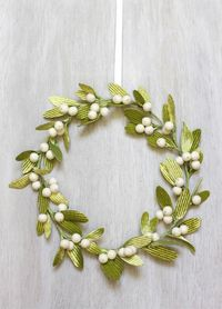 DIY Mistletoe Wreath | Urban Comfort