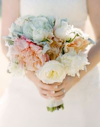 peach wedding bouquets, peach weddings and pastel bouquet.