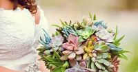 what a gorgeous bouquet succulents. Great for a rustic wedding, very unique!