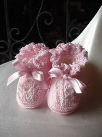crochet baby booties, small - free ravelry pattern