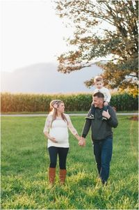 Inspired by This Fall Maternity Session for a Baby Girl by M Houser Photography | Inspired by This Blog