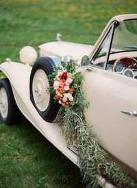 Vintage getaway car with flower garland | Kirill Bordon Photography | see more on: http://burnettsboards.com/2014/07/fiery-orange-1930s-wedding-inspiration-shoot/