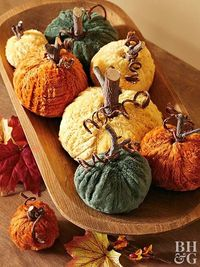 Add a touch of fall to your Thanksgiving table with elegant yet easy-to-make Thanksgiving centerpiece ideas.