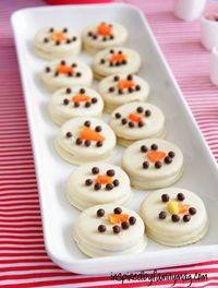 Easy No Bake Snowman Cookies - Perfect for a group of kids to make or for party favors.