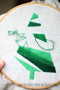 DIY Satin Stitch Christmas Tree Pillow�€� Love this! #christmas #crafts #gifts