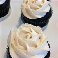 Chocolate Beer Cupcakes With Whiskey Filling And Irish Cream Icing | �€œChocolate cupcakes with Irish whiskey-flavored chocolate cream filling and a delectable Irish cream frosting will make your St. Patrick's Day party a happy one.�€