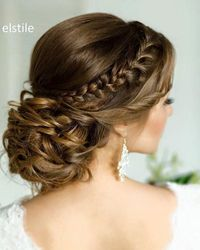 [tps header]Finding the perfect wedding hairstyle can be a challenge with so many options for brides. From updos to braids, wedding hairstyles come in all kinds