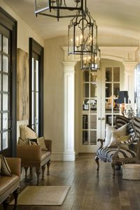 I love this of white wall colour, the medium brown floor colour and the black doors/trim. So gorgeous.