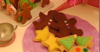 Use your cookie cutters to make patterns for felt cookie play food