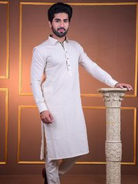 Latest mens brands Pakistan include The Cress, having branded formal and semi formal shirts, eastern wear and other mens accessories.