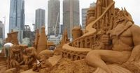 holy crap. i don't know how people make things like this out of sand.